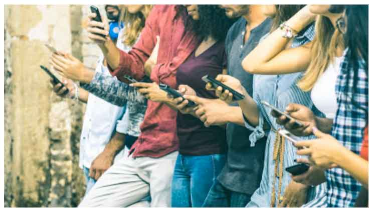 teens engaging on their smartphones