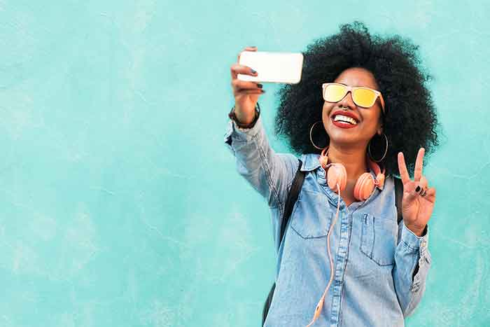 using a selfie to promote your personal brand